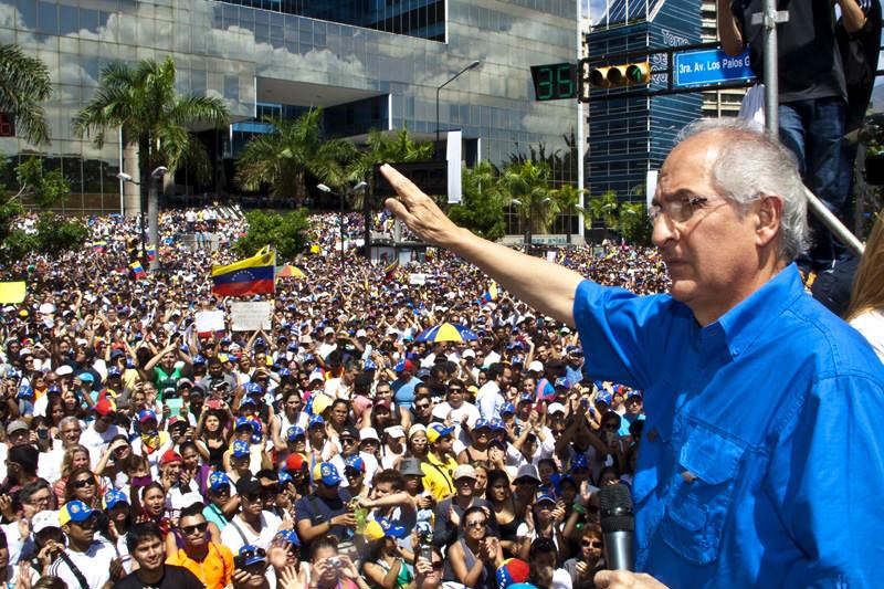 Antonio-Ledezma-Alcalde-Metropolitano-de-Caracas-800x533