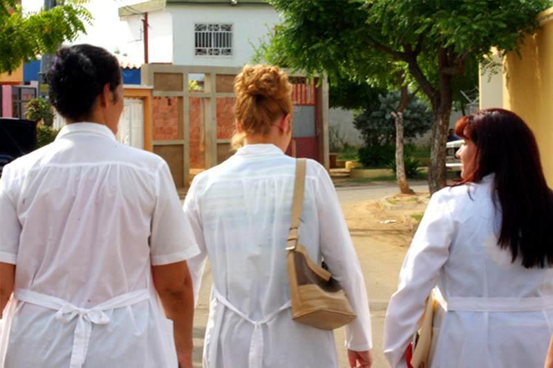 ¡HUYEN DE LA PATRIA! Llegan a Miami odontólogos cubanos que desertaron de Barrio Adentro