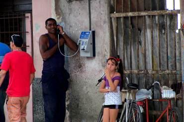 ¡INCREÍBLE! Mientras empresas de tecnología salen de Venezuela, Apple y Netflix llegan a Cuba