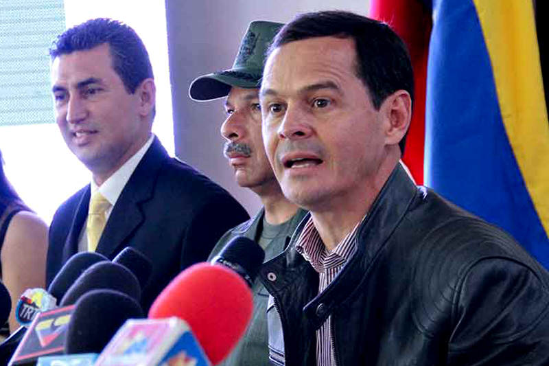 Vielma-Mora-Gobernador-del-Estado-Tachira-800x533