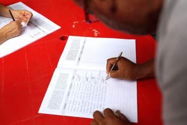 ¡LA PLAGA ROJA! Gerentes de PDVSA están presionando a trabajadores a firmar contra Obama