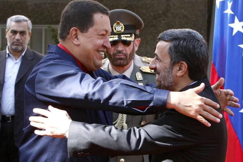 Hugo-Chavez-con-presidente-de-Iran-Mahmoud-Ahmadinejad-800x533