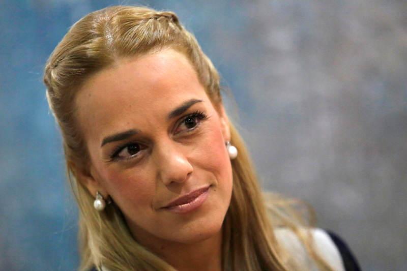 Lilian-Tintori-esposa-de-Leopoldo-Lopez-preso-politico-Venezuela-800x533