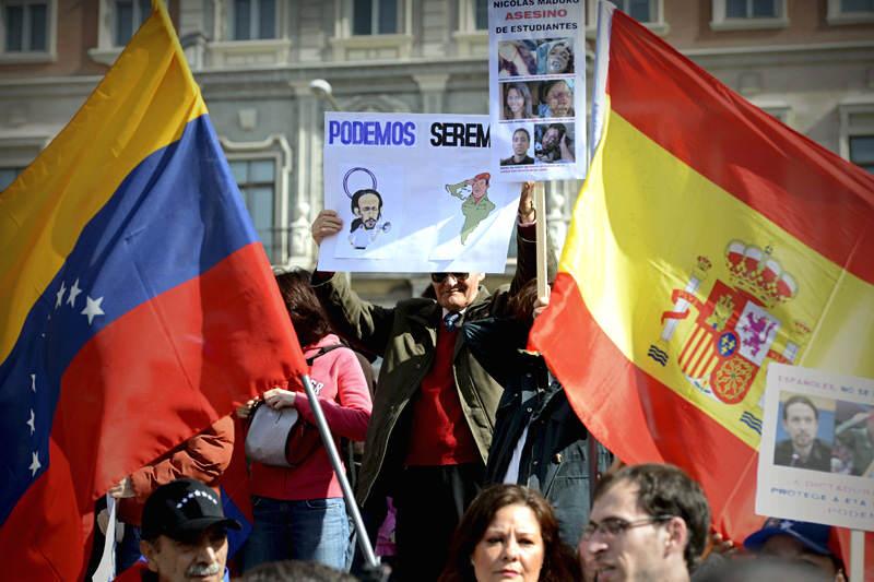 Venezolanos-en-España-Protestando-en-contra-de-PODEMOS-6-800x533