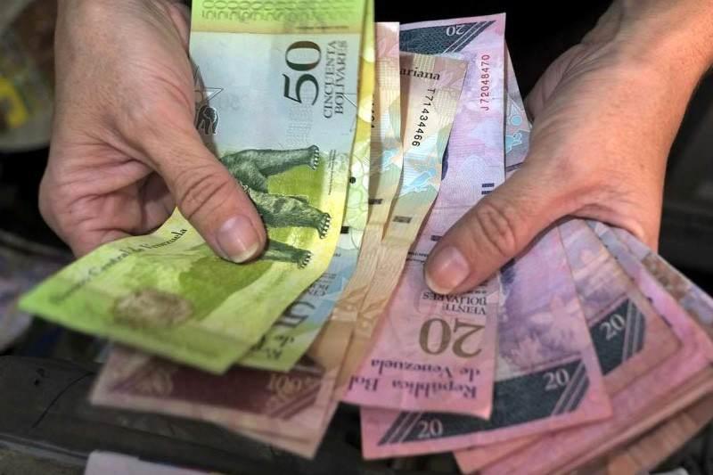 Devaluacion-del-Bolivar-Bolivares-Crisis-en-Venezuela-Inflacion-Pobreza-800x533