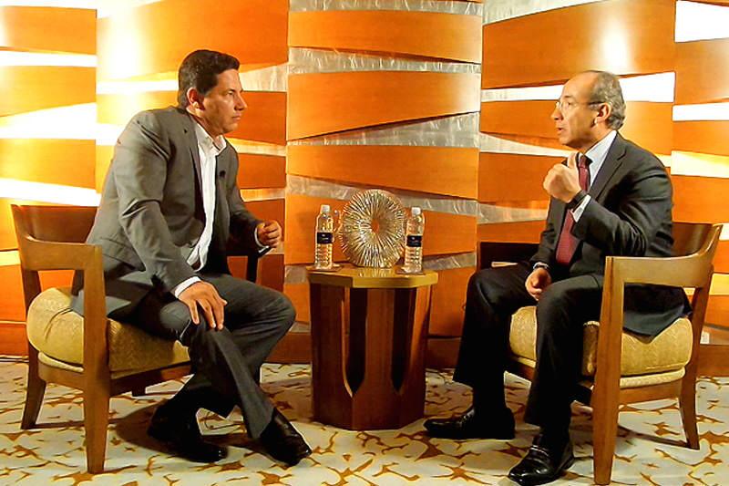 Entrevista-de-Fernando-del-Rincon-a-Felipe-Calderon-expresidente-de-Mexico-800x533