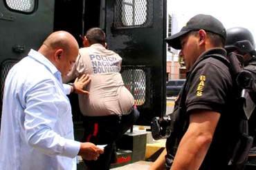 """¡EN EL PAÍS DE LO INSÓLITO! Arrestan a dos PNB por """"escoltar"""" a delincuentes en Maracaibo"""