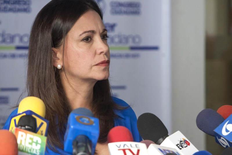 Maria-Corina-Machado-con-medios-de-comunicacion-05-07-2015-800x533