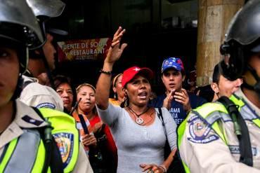 ¡ENVIADOS DEL RÉGIMEN! Oposición fue rechazada por policías y afectos chavistas en el CNE
