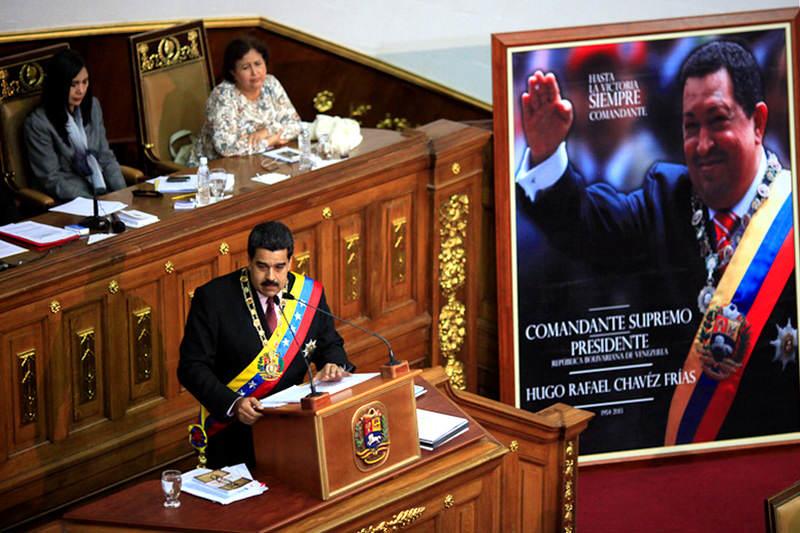 Maduro-discurso-AN-6j-21-chavez