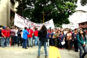 ¡NI ELLOS SE LA CALAN! Trabajadores de Conatel también protestan por mejoras laborales