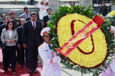 ¡JALA JALA QUE EL NICOLÁS! Maduro rindió homenaje a Ho Chi Minh durante su visita a Vietnam
