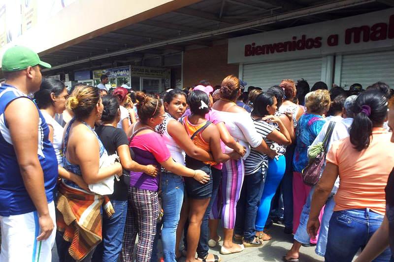SAQUEO-makro-valencia-colas-comprar