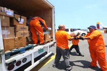 ¡ENTÉRATE! Avión de Venezuela fue el primero en llegar con comida y medicinas a Ecuador