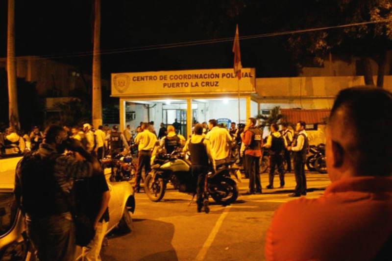 policia-puerto-la-cruz