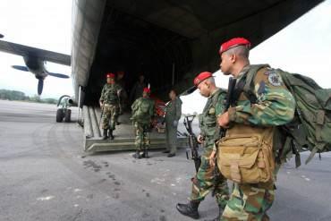 """¡PAÍS EN CAOS! Estado de excepción: Más de 2000 soldados revisan la frontera """"casa por casa"""""""