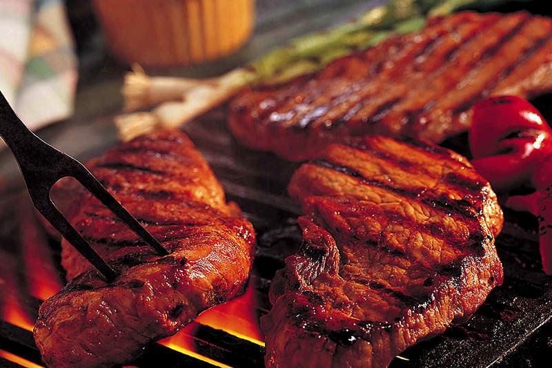 Parrilla-familia-carne-comida--5