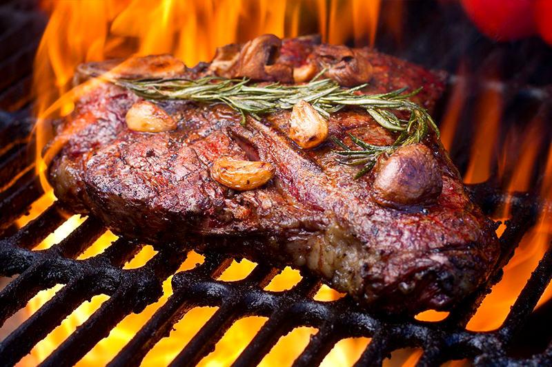 Parrilla-familia-carne-comida--7