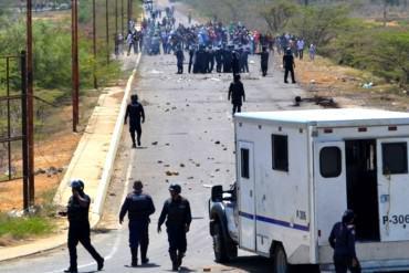 ¡SIGUE EL ABUSO! Polifalcón ataco con bombas lacrimógenas protesta de estudiantes en Coro