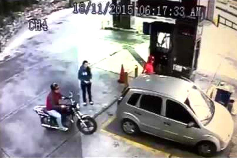 Atracan-a-joven-mientras-echaba-gasolina-en-Caracas