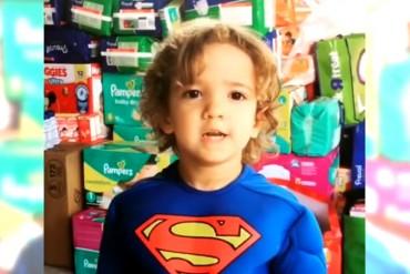 ¡SIGUIENDO EL EJEMPLO! Hijo de Nacho dona sus regalos a los niños necesitados en Venezuela