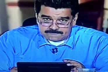 ¡LO VOLVIÓ A HACER! Nicolás Maduro lee al aire un tuit en su contra y responde picado (Video)
