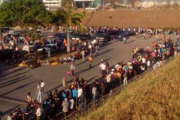 ¡CRECE EL DESESPERO! Protestan en Intercomunal Guarenas- Guatire por falta de comida en Pdval