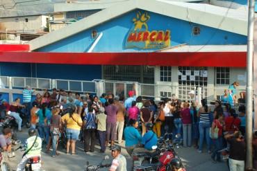 ¡FULL, PERO DE PATRIA! En Mercal y PDVAL únicamente venden 2 productos regulados: pollo y leche