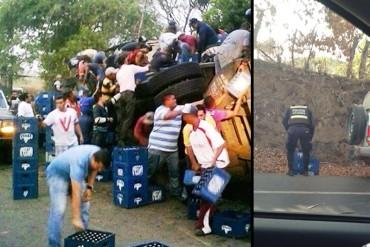 ¡HORROR! Saquean camión de cervezas en Tinaquillo y policías son primeros en llevarse sus cajas