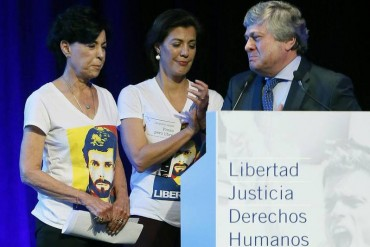 ¡EL MUNDO LO SABE! Juristas de 20 países desde Madrid consideran NULO el juicio a Leopoldo López