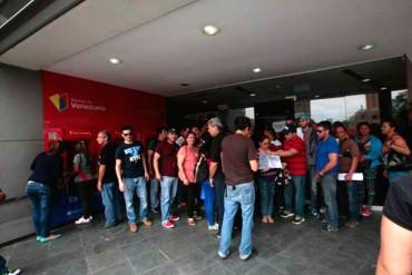 """¡GUISOS DE LA PATRIA! Denuncian que Banco de Venezuela entrega divisas """"a quien pague $100"""""""