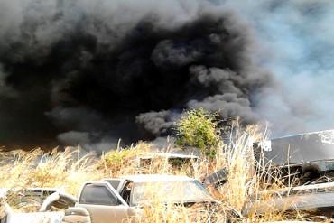 ¡FATAL! Incendio consumió 300 vehículos en estacionamiento de Tránsito Terrestre en La Victoria