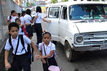¡SOLO EN VENEZUELA! Bajaron a niños del transporte escolar para robar el vehículo