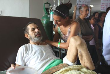 ¡PASA EN REVOLUCIÓN! Pacientes deben limpiar hospital en Barcelona por falta de personal