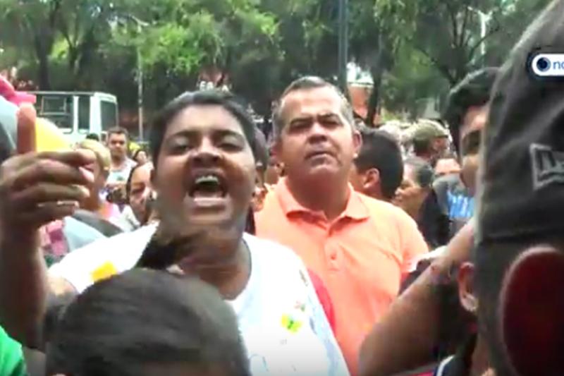 protesta-en-cola-por-jabon