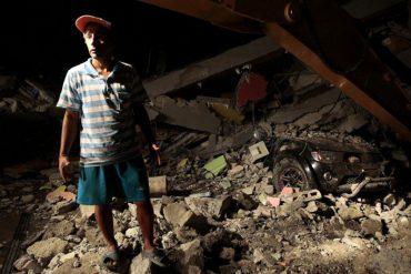 ¡DEVASTADOR! Ya son 238 los muertos y 1557 los heridos por el terremoto en Ecuador
