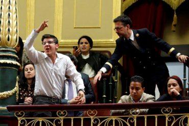 "¡IMPERDIBLE! Joven pidió a gritos ""Libertad para Venezuela"" ante el Congreso de España (+VIDEO)"