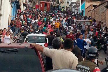 ¡SE DESATÓ LA LOCURA! 12 heridos tras intento de saqueo a camión con champú en Táchira