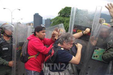 ¡COBARDES! Así la GNB reprimió a Gaby Arellano y a manifestantes a la altura de Plaza Venezuela