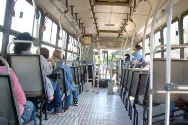 ¡INCREÍBLE! Delincuentes robaron y desnudaron a pasajeros en autobús de Ocumare