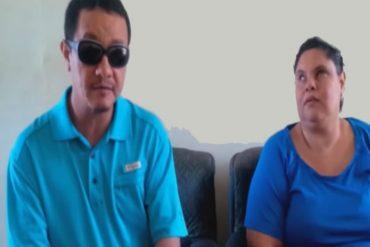 """¡TOCA EL ALMA! Pareja con discapacidad sufre las consecuencias de la """"revolución"""" (+Video)"""