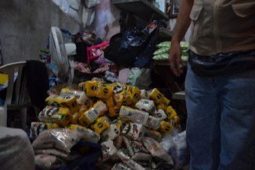 ¡DURO GOLPE! Decomisan 1.550 kilos de alimentos acaparados en licorería de Quinta Crespo: hay 6 detenidos