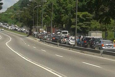 ¡CERCAN CARACAS! La mega cola de 12 km en Tazón generada por alcabala de la GNB (+Video)