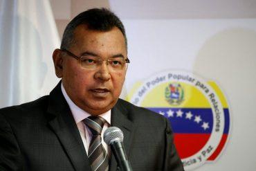 """¡PÍLLALO! El ministro Reverol es el nuevo """"chico del tiempo"""" e informa sobre paso de vaguada (Video)"""
