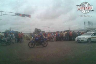 ¡EL COLMO! Oficialistas golpean y roban a periodista durante marcha de la MUD en Apure