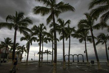 ¡IMPACTANTE! Imágenes satelitales: Así se ve el huracán Matthew cerca de Venezuela