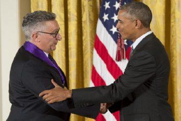 ¡ORGULLO NACIONAL! Dramaturgo venezolano Moisés Kaufman fue condecorado por Obama (+Fotos)