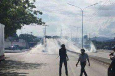 ¡LE TEMEN AL PUEBLO! Con bombas lacrimógenas dispersaron a manifestantes en Cumaná
