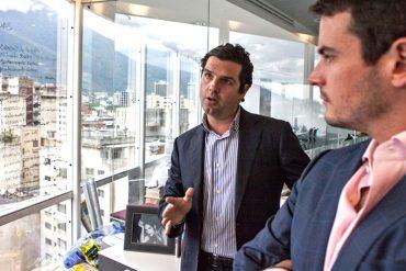 """¡CONÓCELO! El """"bolichico"""" venezolano que invirtió 50 millones de euros en la compañía de lentes Hawkers"""