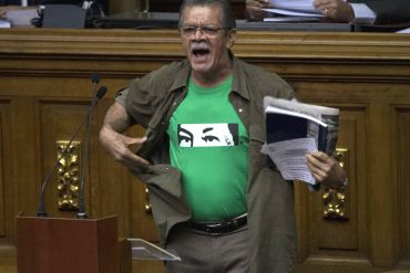 ¡A LO SUPERMAN! Así se quitó la camisa Earle Herrera durante su intervención en la AN (+Video)